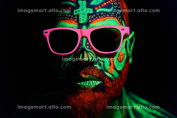 middle-aged man with neon makeupの販売画像