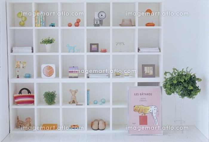 可愛い小物が並んだ棚