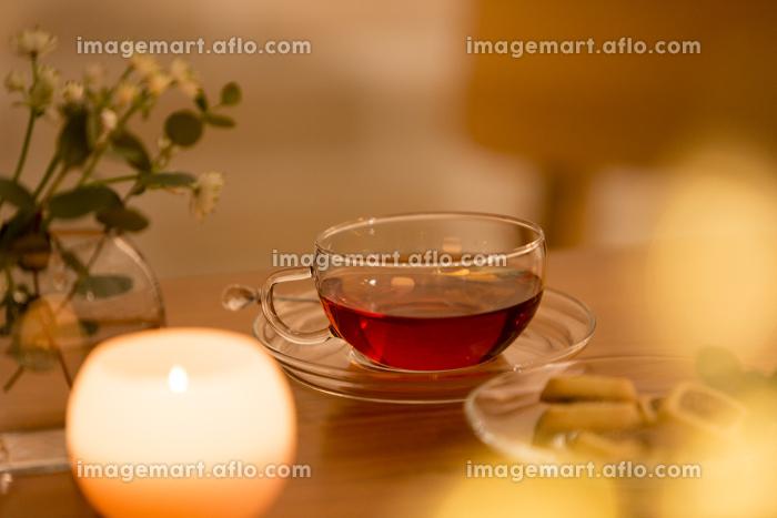 テーブルに置かれた紅茶