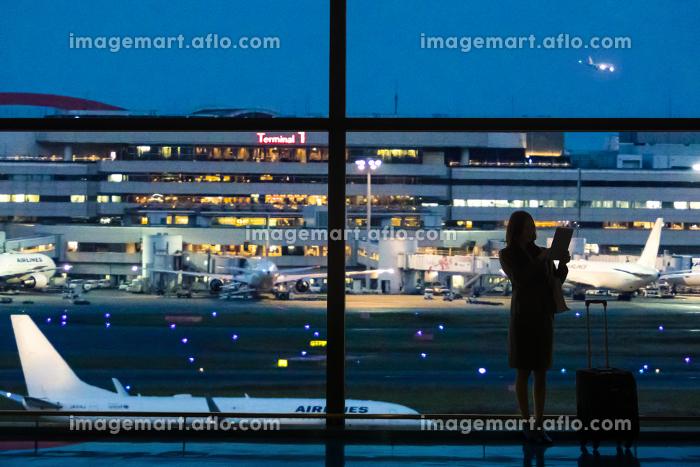 夜の空港イメージの販売画像