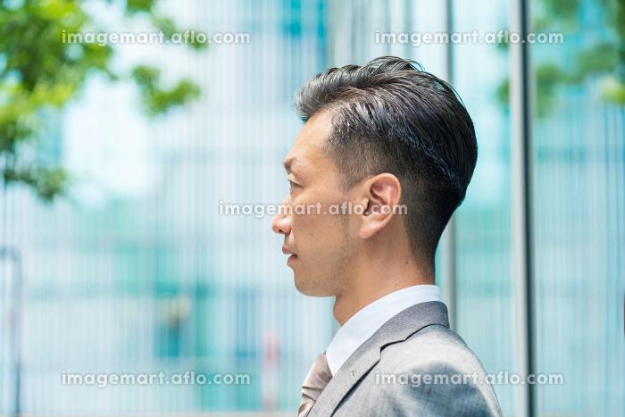 真剣な表情のビジネスマンの販売画像