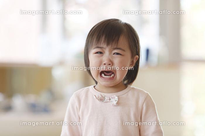 泣いている日本人の女の子