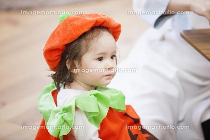 ハロウィンのコスチュームを着た女の子の販売画像