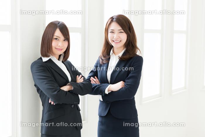 笑顔の二人の女性 ビジネスの販売画像