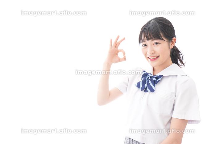 グッドサインをする女子学生の販売画像