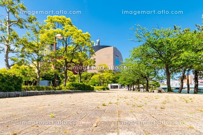 初夏の勝山公園と小倉中心街の街並みの販売画像