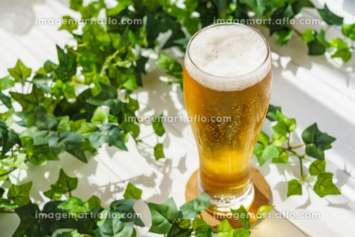 テラスでビールの販売画像