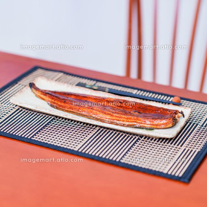 ウナギ 鰻 蒲焼 土用の丑の日 中国産 【 夏 の イメージ 】の販売画像