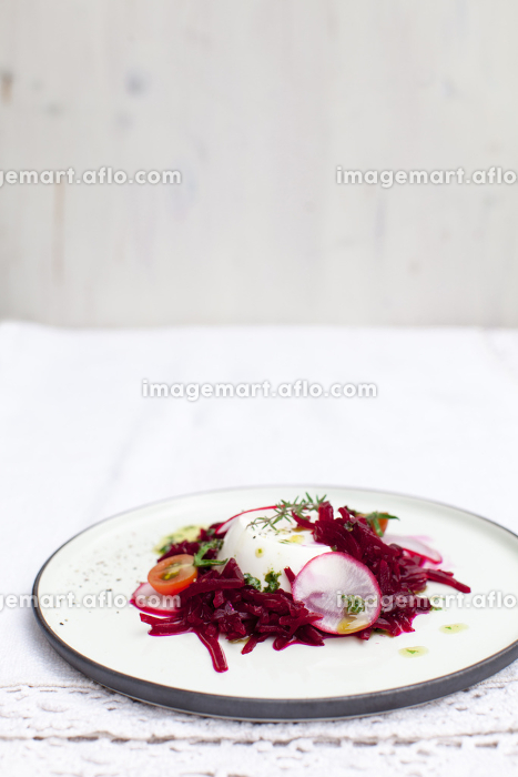 sheep cheese with beetrootsの販売画像
