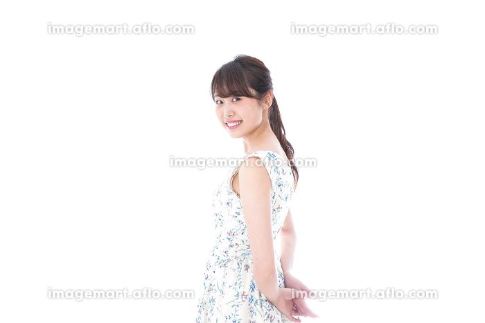 笑顔の若い美人女性の販売画像