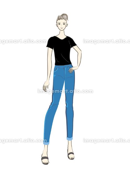 人物,女性,女の人,若い,若い女性,女子,女の子,正面,全身,立っている,ジーンズ,Tシャツ,ジーパの販売画像