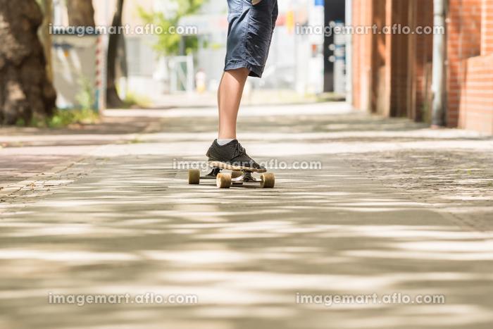 Boy Skating On Streetの販売画像
