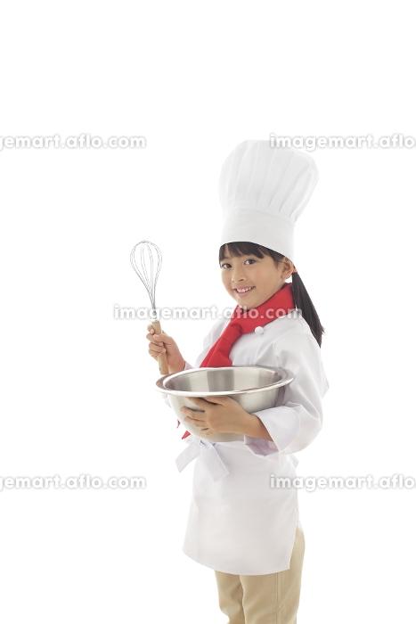 泡立て器を持つ女の子のシェフの販売画像