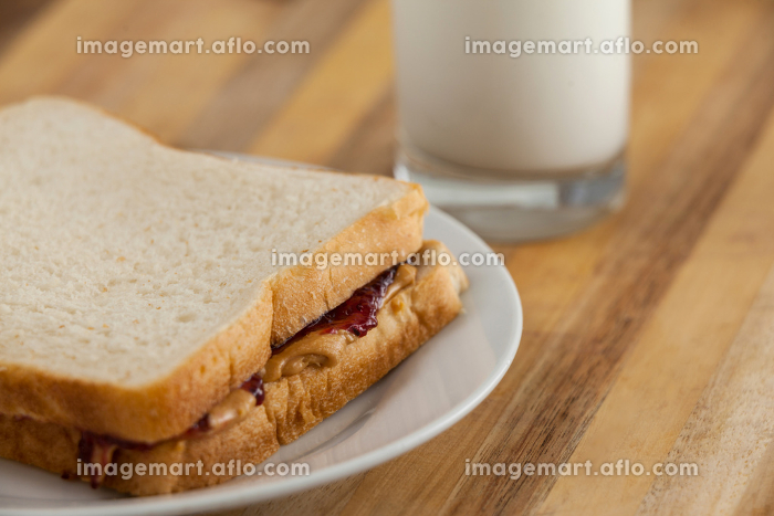 Peanut butter and jam sandwich on plateの販売画像