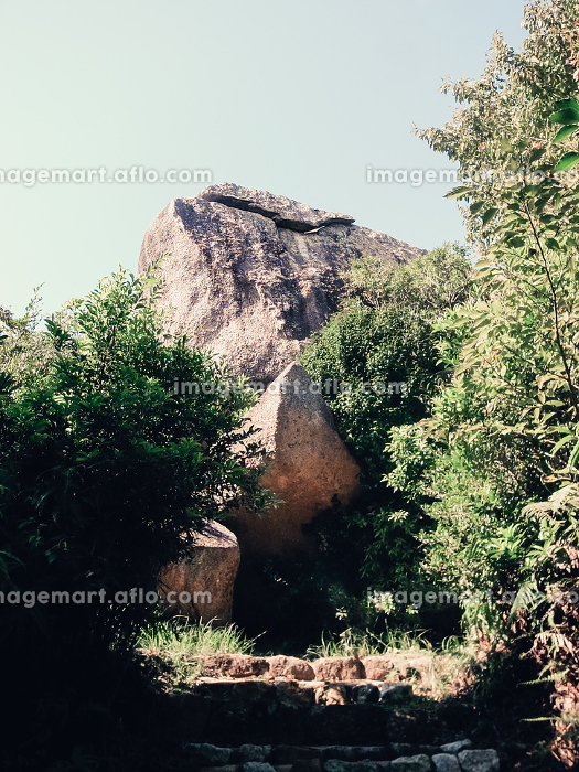 自然の巨大な岩の販売画像