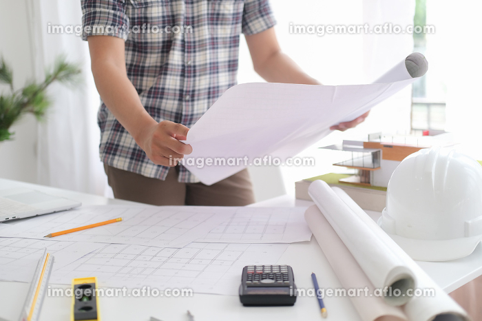 Architect or engineer working in officeの販売画像