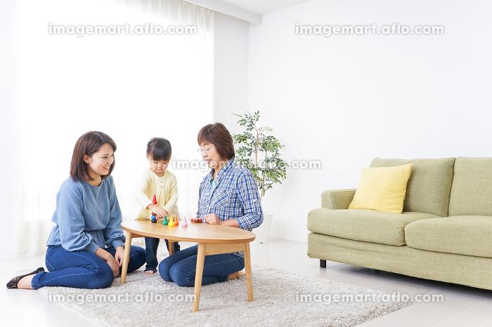 仲良しの3世代の販売画像