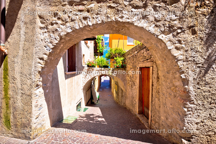 Old stone street of Limone sul Garda viewの販売画像