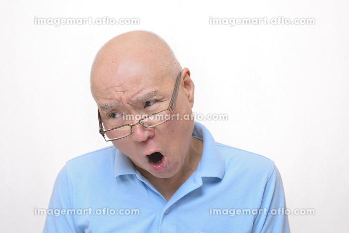 怒りの日本人シニアの販売画像