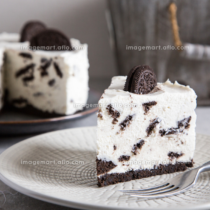 Creamy no bake cheesecake with chocolate cookies. oreo biscuit cake/の販売画像