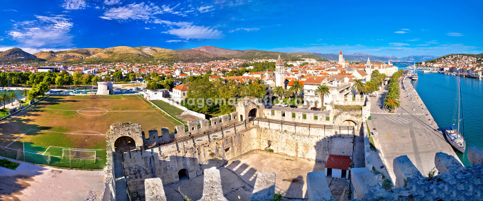 Town of Trogir rooftops and landmarks viewの販売画像