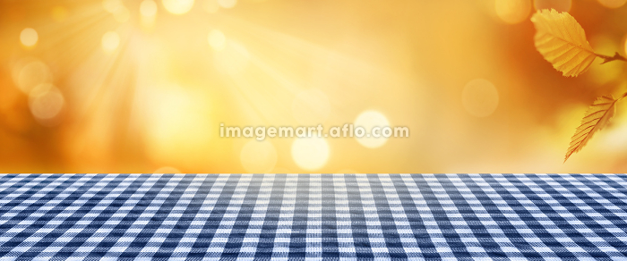 golden autumn background with tableclothの販売画像