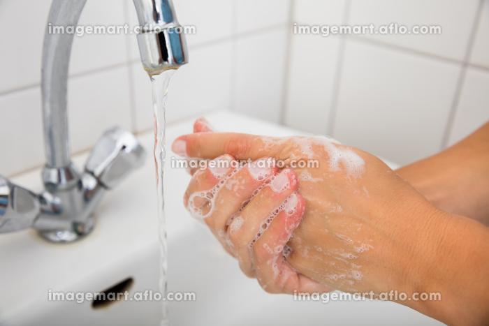 Woman Applying Soap On The Hand Near Basinの販売画像