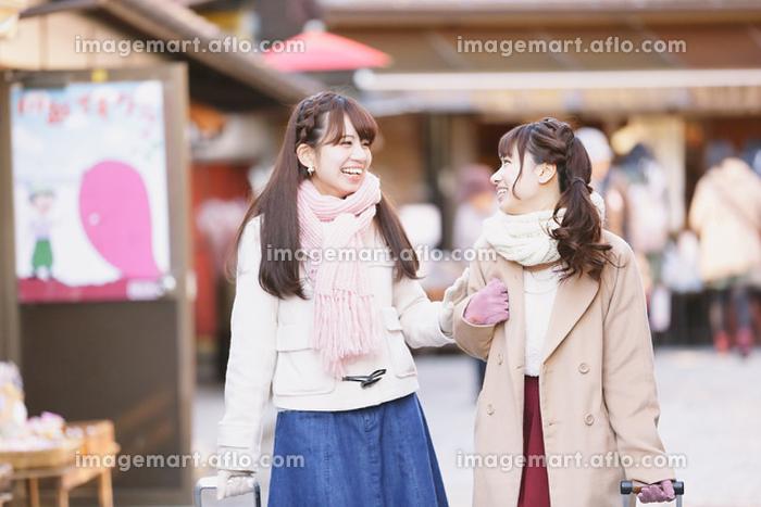旅行を楽しむ日本人女性の販売画像