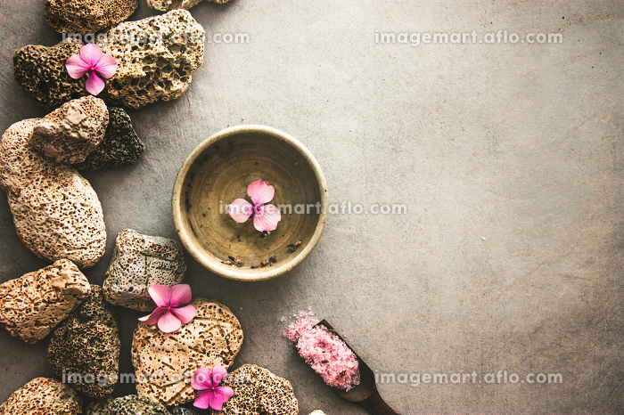spa with stones and flowersの販売画像