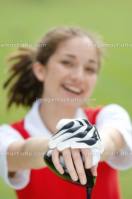 ゴルフグローブをつけている女性の販売画像