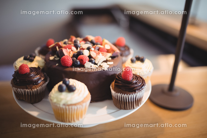 Close-up of desserts on cake standの販売画像