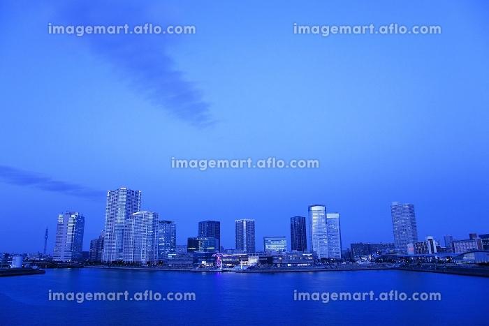 豊洲の街並みと晴海運河 夕景の販売画像