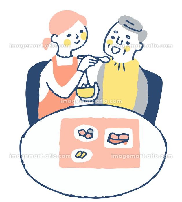 食事の介助をする女性とシニア男性の販売画像