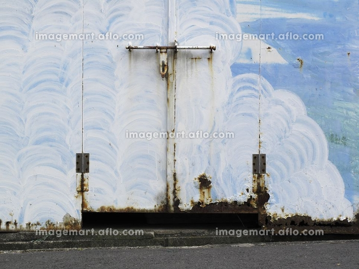 腐食した物置の鉄扉