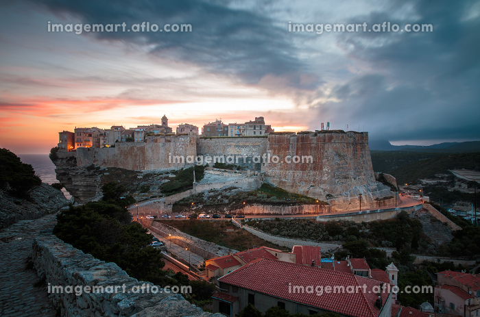 Gathering storm over military cemetery in Bonifacio, Corsica, Franceの販売画像