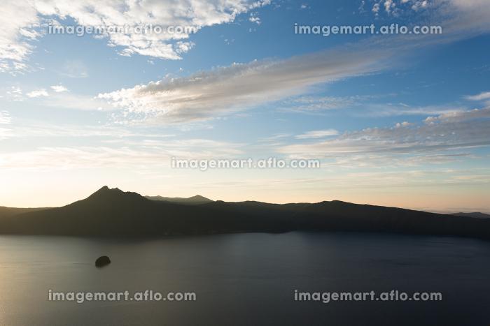 日本・北海道東部の国立公園9月、夜明けの摩周の販売画像