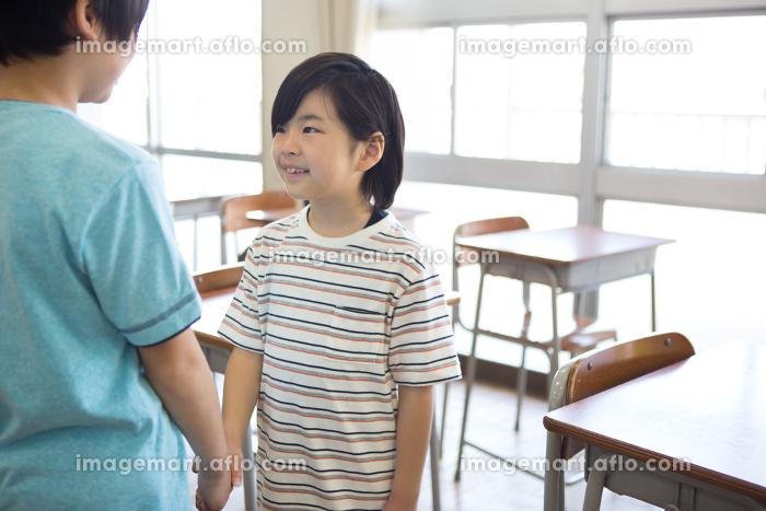 教室の小学生の販売画像