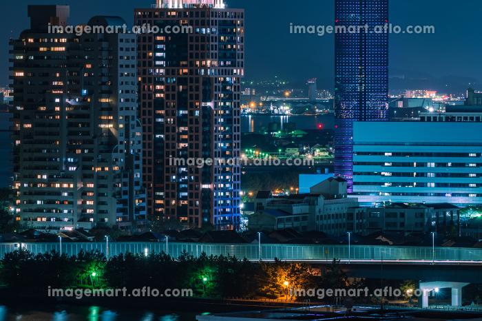 日本の地方都市、福岡市愛宕神社から望む夜景の美しいビル街の灯りと街並みの販売画像