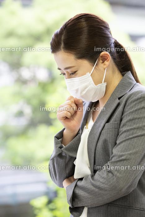 マスクを付けた日本人女性