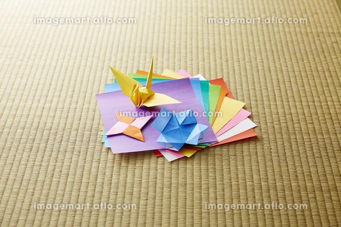 折り鶴と折り紙の販売画像