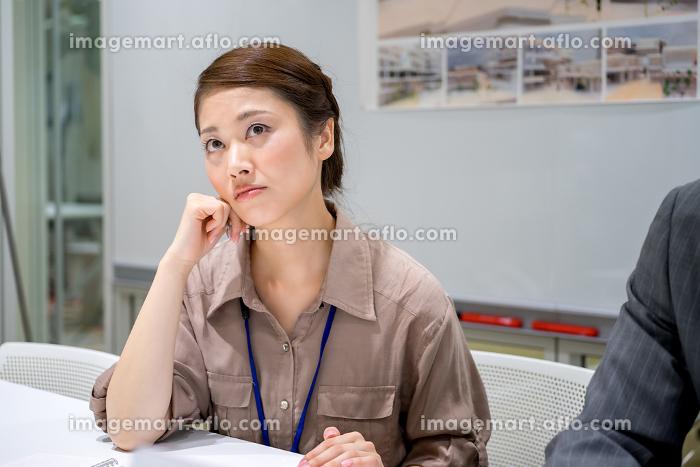ビジネスイメージ(女性・退屈・疲れ)の販売画像
