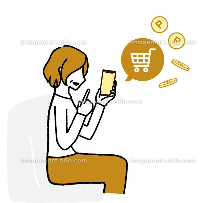 スマホでネットショッピングを楽しんでいるシニア女性の販売画像