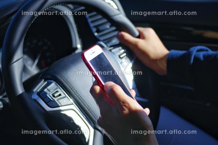 ながら運転のイメージの販売画像