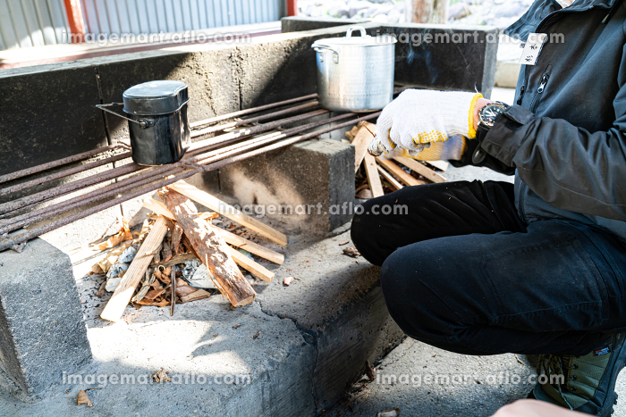 キャンプで自炊 調理 支度の販売画像