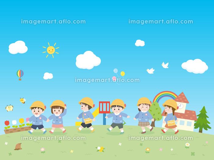 園児と青空の風景 散歩の販売画像