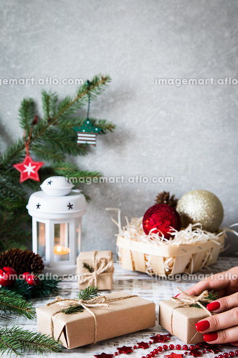 Christmas background. Christmas composition. Christmas gift, pine cones, fir branches on wooden white background.の販売画像