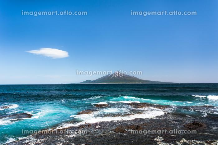 日本・北海道礼文島から見る5月の利尻山の販売画像