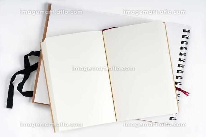 見開きの白いノートの販売画像