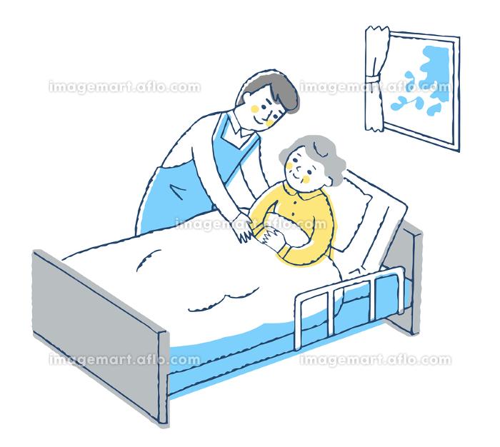 ベッドにいるおばあちゃんと男性介護スタッフの販売画像