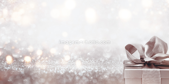 gift on abstract silver glitter bokeh backgroundの販売画像